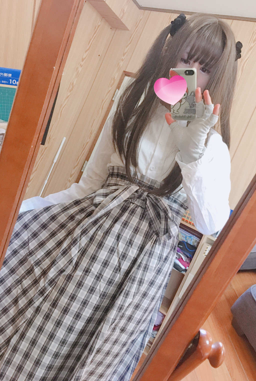 白ブラウス+ロングチェック柄スカート